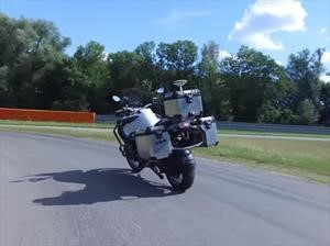 BMW Motorrad fabrica una moto que se conduce sola