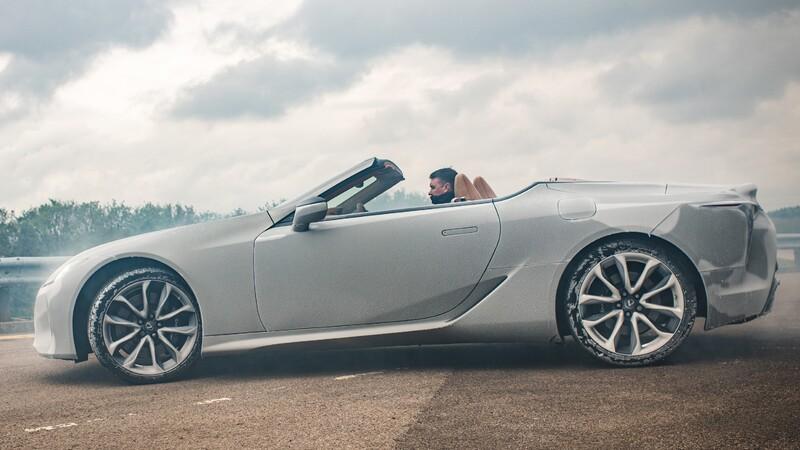 Congelan al extremo un Lexus LC Cabrio para demostrar su calidad