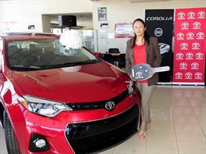 Propietaria recibe unidad 100 mil del Toyota Corolla en México