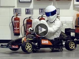 The Stig se pasea por los cuarteles de Lotus F1
