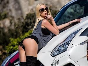 Video: Estrella porno se luce junto a su Nissan GT-R preparado