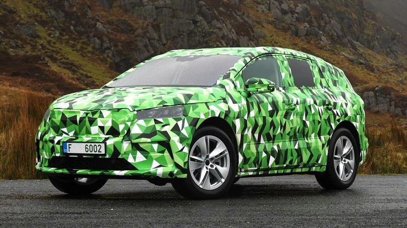 Skoda Enyaq iV es un SUV eléctrico con 300 hp y 500 km de autonomía