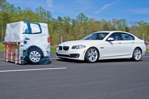 IIHS revela nuevos resultados de impactos en SUVs y sedanes