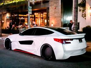 will.i.am deforma un Tesla Model S