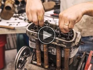 Debes mirar este timelapse de la restauración de un motor de Escarabajo