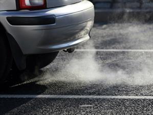 Quieren prohibir la venta de autos que usen combustible para 2025 en Holanda