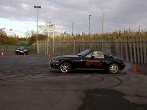 Video: Abuela de 82 años quema los neumáticos de un BMW Z3