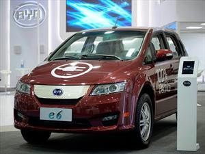 BYD e6, ya está lista la primera flota del taxi eléctrico para Londres