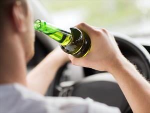 ¿Qué es peor manejar alcoholizado o con pocas horas de sueño?