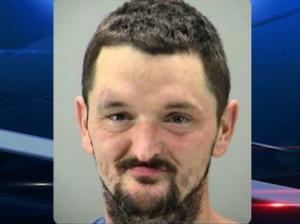 Hombre tiene sexo con una van y lo arrestan
