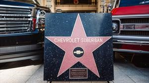 Chevrolet Suburban recibe estrella en el Paseo de la fama de Hollywood