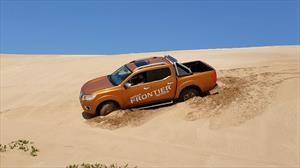 Expertos de Nissan enseñan a superar terrenos de arena