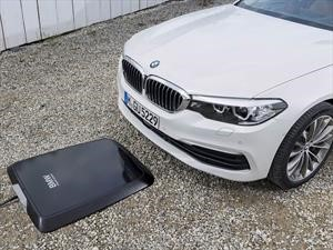 BMW presenta un sistema de carga inalámbrico para autos eléctricos