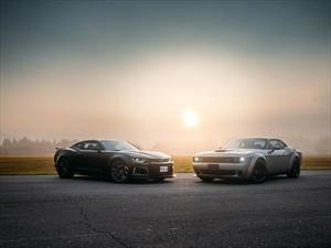 Chevrolet Camaro ZL1 Vs. Challenger SRT Hellcat Widebody ¡Guerra de muscle cars!