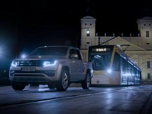 Volkswagen Amarok es el encargado de remolcar un tranvía