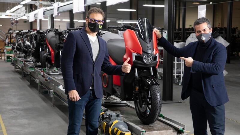 SEAT comenzó a producir su primera moto eléctrica