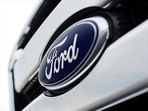 Ford llama a revisión 560,000 vehículos