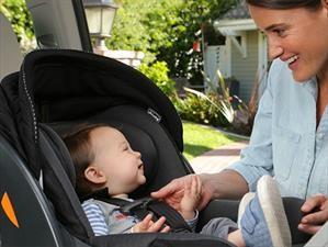 Aprende a colocar correctamente la silla de bebé en el carro