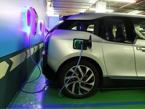 BMW vende 100.000 autos electrificados en el año