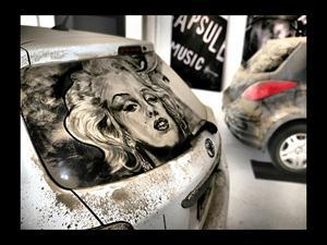 Obras de arte sobre el polvo de los autos