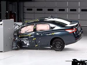 Nissan Sentra 2015 reconocido como Top Safety Pick por el IIHS