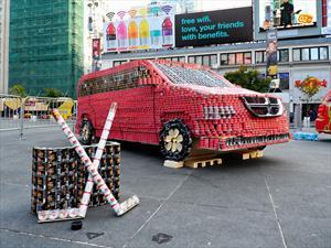 Dodge Grand Caravan construida con latas