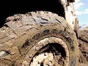 ¿Cómo sacar un auto, SUV o pickup del lodo?