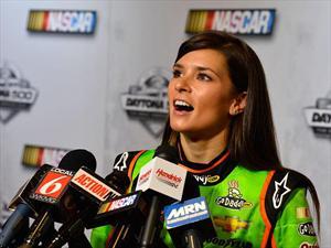NASCAR: A ella le gusta la gasolina