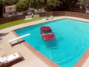 Video: Un auto que se creía anfibio