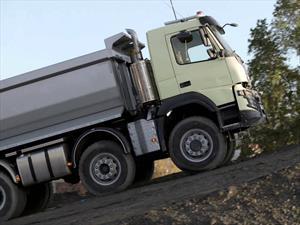 Volvo Trucks deja que una niña de 4 años conduzca un camión