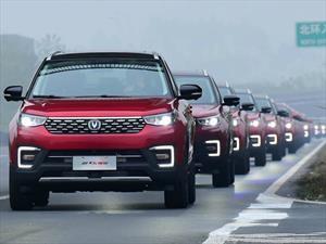 Imponen récord del desfile de vehículos autónomos más largo del mundo