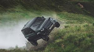 Land Rover Defender muestra el porqué fue elegido para la película de James Bond