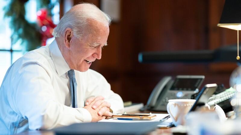 Joe Biden cambiará la flota de 650.000 vehículos del gobierno por autos eléctricos