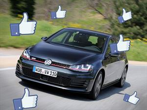 Mark Zuckerberg, el millonario creador de Facebook, maneja un Volkswagen Golf GTI