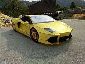 ¡Increíble! Hombre hace un Lamborghini Aventador de papel