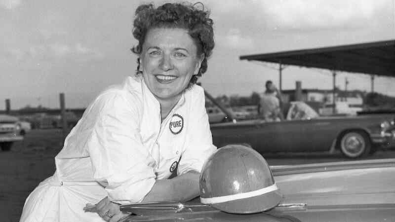 Murió Vicki Wood, la mujer que desafió al machismo en el automovilismo