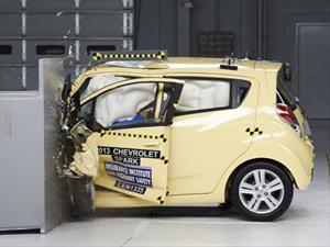 Autos pequeños en EUA reprueban prueba de choque
