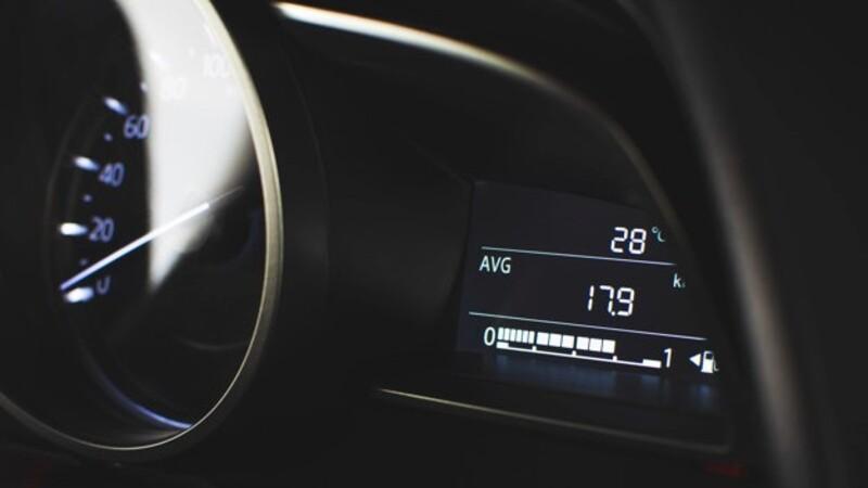 ¿Cuánto consume tu auto en comparación con lo declarado por las marcas?