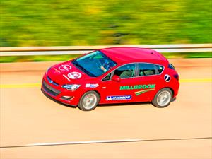 Opel Astra Diesel logra batir 18 records de resistencia a alta velocidad