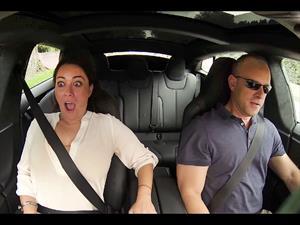 Video: Las reacciones que genera la aceleración del Tesla Model S P85D