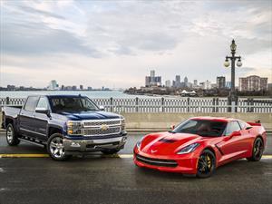 Chevrolet Corvette Stringray y Silverado, el auto y camioneta del año 2014 de Norteamérica