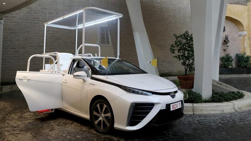 Este Toyota Mirai es el nuevo papamóvil del Papa Francisco