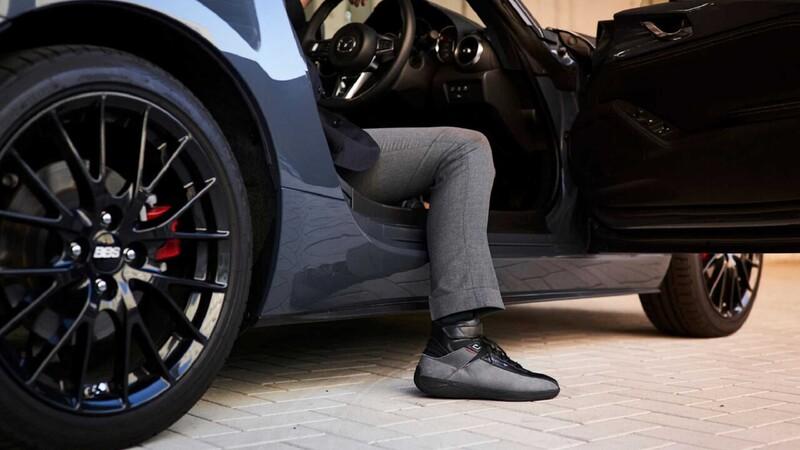 Mazda presenta calzado diseñado para conducir