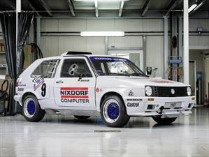 Volkswagen Golf 1987 con 2 motores es restaurado