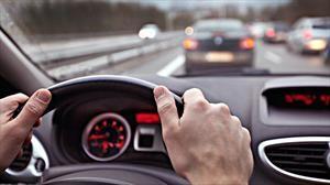 Estos malos de hábitos de manejo hacen el que automóvil sufra daños