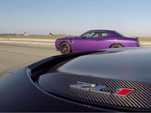 Video: Chevrolet Camaro ZL1 vs Dodge Challenger SRT Hellcat