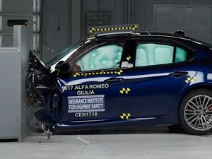 Alfa Romeo Giulia 2017 gana el Top Safety Pick + del IIHS