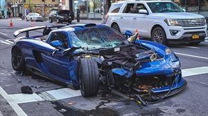 Aparatoso accidente de un Porsche Carrera GT las solitarias calles de New York