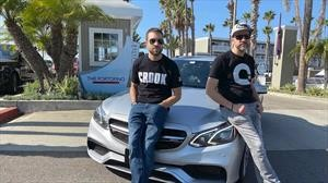 Dos hombres a bordo de un Mercedes-Benz E63 AMG rompen el récord del Cannon Ball Rally
