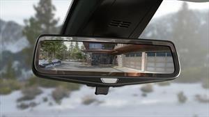 Cómo el espejo retrovisor digital de los autos pasó de ser un lujo a una necesidad